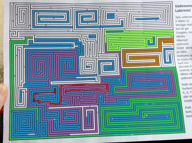 Digitalizēts labirints gandrīz atrisinātā stadijā