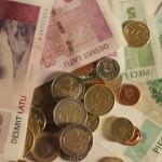 Apgrozībā laidīs 3 latu banknotes